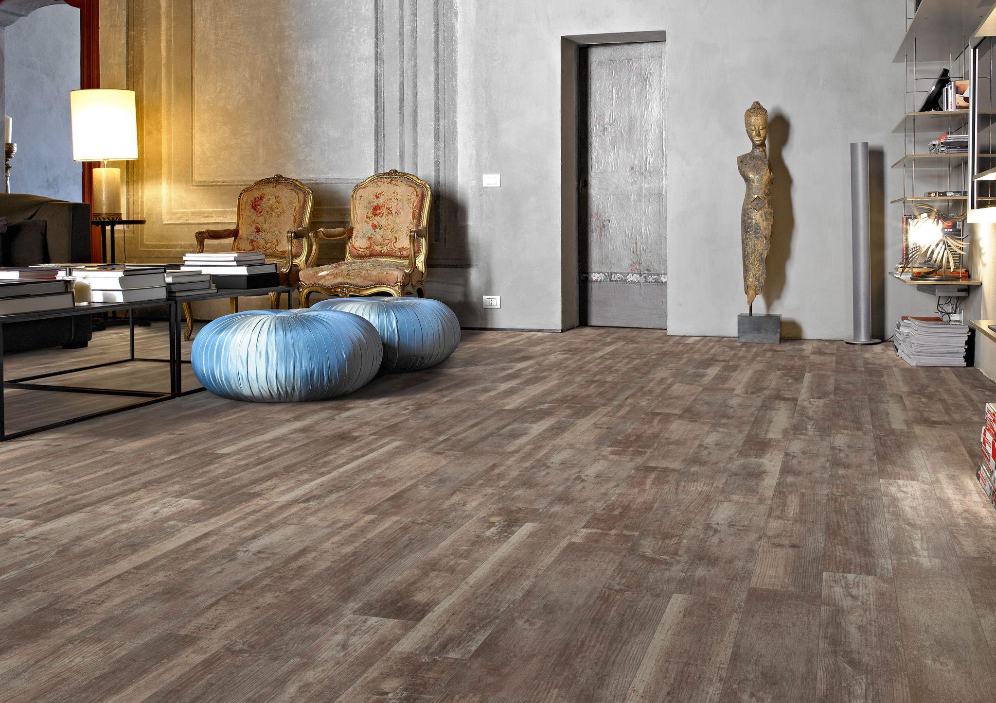 Hos TilesRUs hittar ni klinker med trä-struktur till bästa pris!